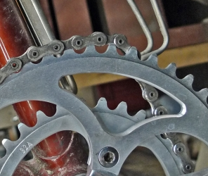 Chainring tooth angle