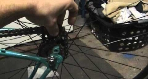 Embedded thumbnail for How to Rotafix (tighten/loosen) a Fixed Gear Cog without Chain Whip