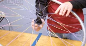 Embedded thumbnail for Lacing Non-Drive Side 32 Spoke Rear Wheel | How to Build a Bicycle Wheel