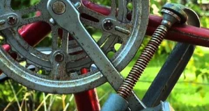 Embedded thumbnail for Remove 'Cotter Pin' Cranks from a Vintage Bike