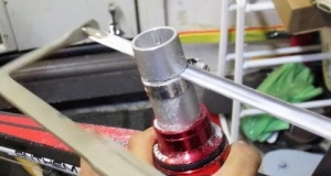 Embedded thumbnail for DIY Cut Bike Steer Tube and Tap Star Nut Down