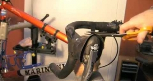 Embedded thumbnail for Installing Campagnolo Ergopower Integrated Brake/Gear Levers