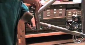 Embedded thumbnail for DIY Chris King Headset Installation
